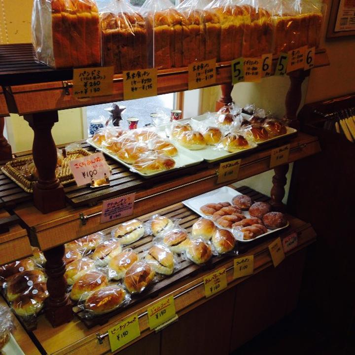 良心的な価格と天然酵母で作られたパンで人気の『パン・ド・ラ・テール』
